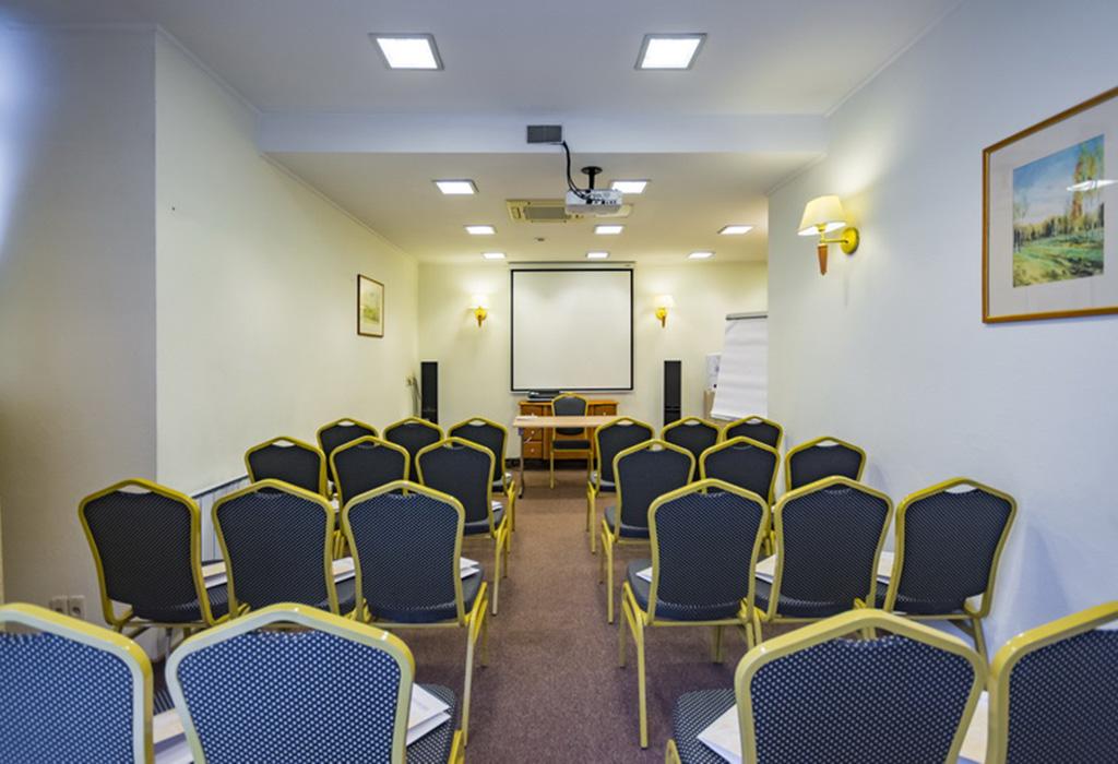 Современное оборудование зала для проведения корпоративных мероприятий