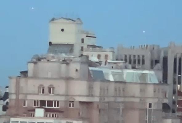 Катя Лель засняла на камеру непонятные объекты над домами Москвы