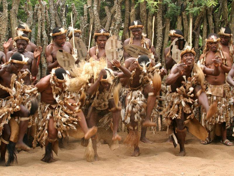 Модная сегодня попа у женщин племени Зулу от рождения