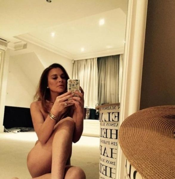 Линдси Лохан выставила в Инстаграм обнаженное селфи