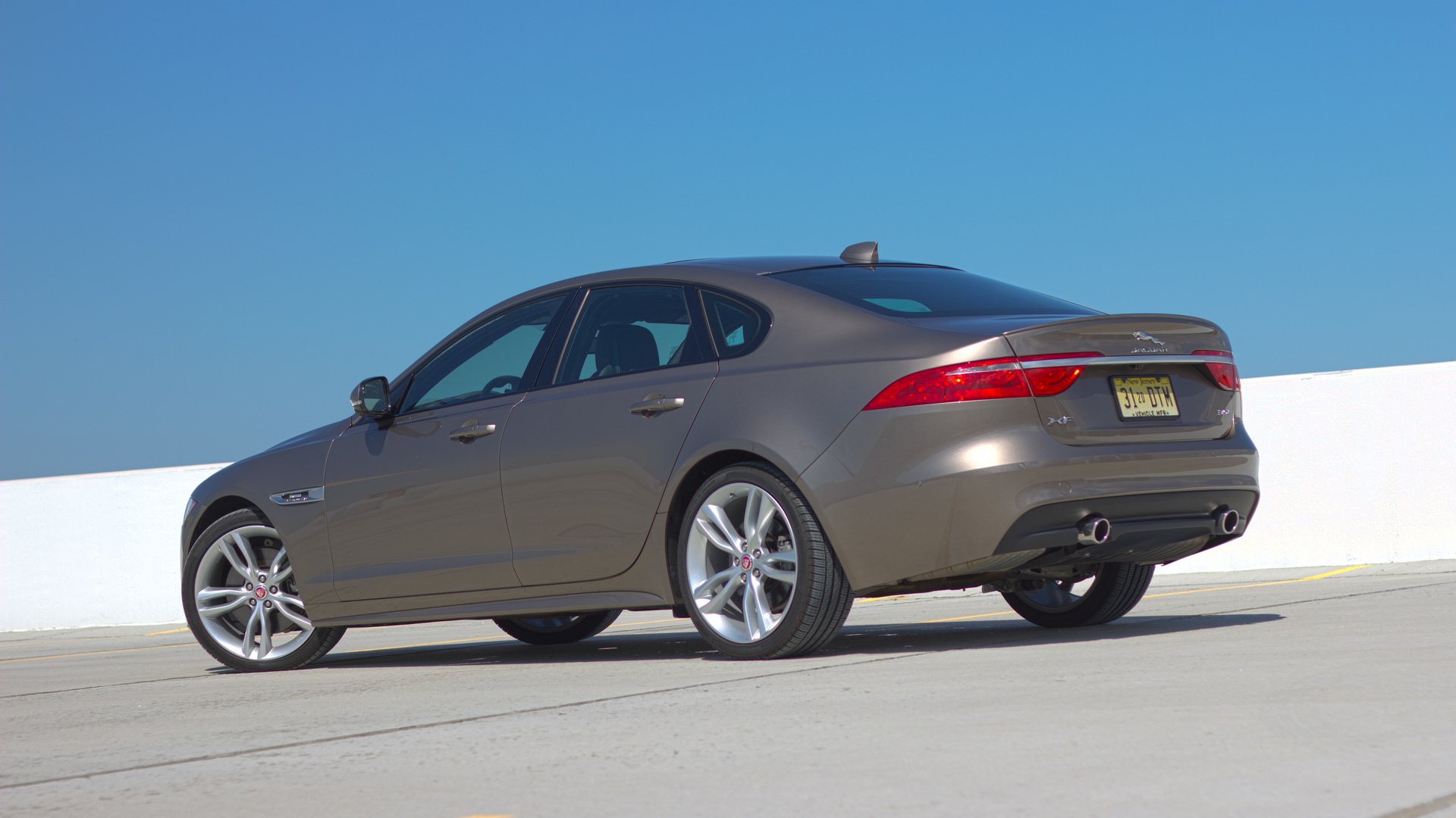 Новый хищник: Jaguar XF 35t R-Sport