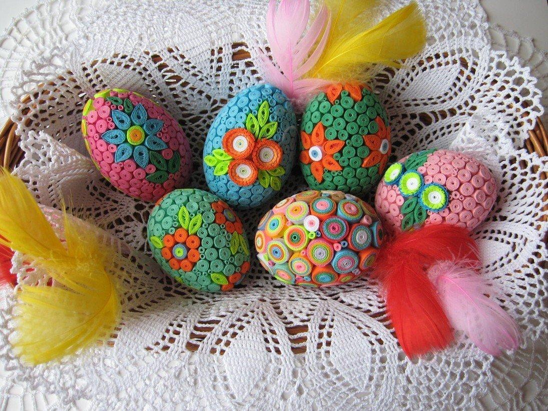 Несколько интересных способов украшения пасхальных яиц