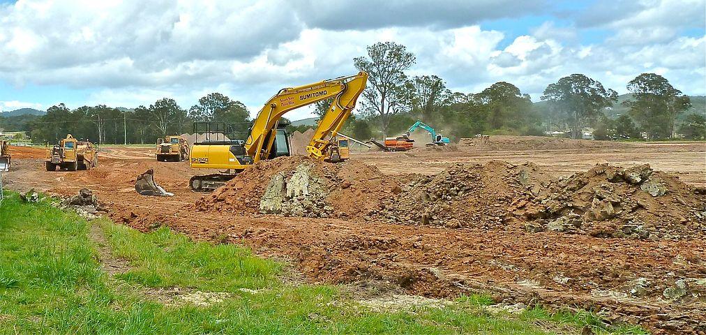 Земляные работы на стройплощадке: что о них нужно знать?