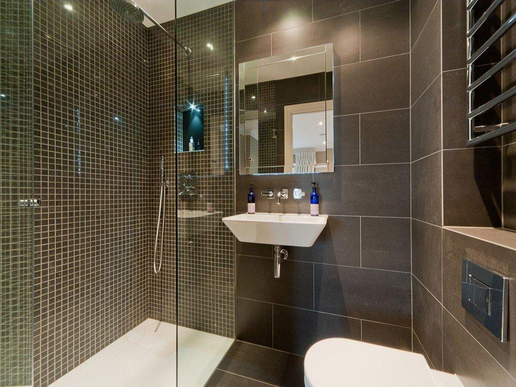 Душ в маленькой ванной – как украсить такой интерьер?