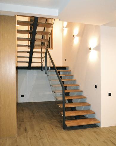 Дубовые лестницы в интерьере - элегантность и качество